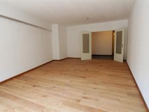 Loyer : 800euro + Charges : 150euro. Appartement entièrement rénové (+/- 95 m²), au 3ème étage, proche de tout