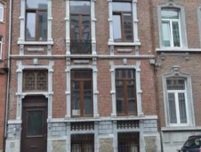 Offre àpd 120.000 euro. Maison bourgeoise à rénover. Rez : Hall d'entrée, séjour et cuisine semi-équip&eacut