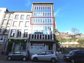 Appartement 2 chambres idéalement situé en plein cur du centre de la ville de Liège. Outre ses 2 chambres, il se compose dun s&ea