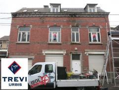 Maison à rénover entièrement sur 3 niveaux (Rez + 2) pouvant comporter 5 chambres + greniers. Petite cour et garage.
