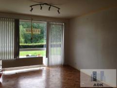 Appartement 2 CHAMBRES au rez-de-chaussée dans un quartier calme et boisé;Hall d'entrée, séjour sur parquet avec acc&egrav