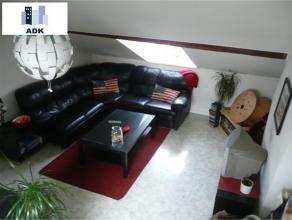 Bel appartement une chambre situé au 3ème étage d'une maison dans un quartier calme, proche des axes autoroutiers. Il est compos&