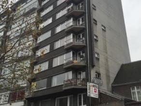 SUPERBE appartement 2 chambres en plein centre-ville avec vue sur le Boulevard d'Avroy. Composé d'un hall d'entrée très spacieux,