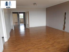 Magnifique appartement deux chambres situé au 8ème étage sur les hauteurs de Liège avec une vue dégagée. Il