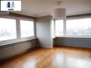 Très bel appartement situé au 6ème étage dans le centre ville composé de deux chambres, un grand séjour tr&e