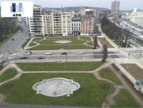 Bel appartement situé au 8e étage de 135m² avec une superbe vue sur les Terrasses de Liège. Composé d'un hall d'entr&