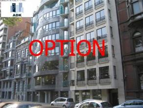 Bel appartement 2 chambres de 100 m² avec vue sur la Meuse. Il est composé d'un séjour, d'une cuisine semi-équipée (f