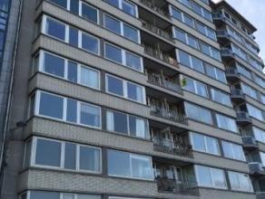 Bel appartement 2 chambres de 100 m² situé au 5e étage avec belle vue sur la Meuse. Composé d'un hall d'entrée, d'un