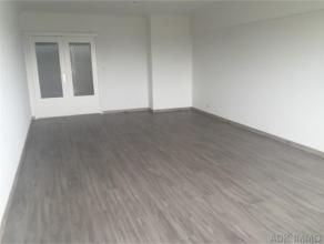 Bel appartement entièrement remis à neuf situé à proximité de la médiacié et du parc de la Boverie. C