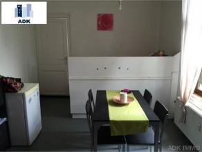 Bel appartement 1 chambre situé au 1er étage d'une maison de Maître. Il se compose d'un hall d'entrée, d'un séjour o