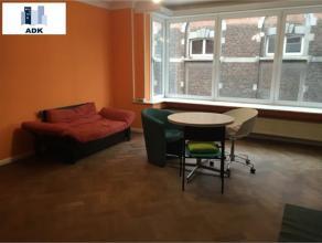 Bel appartement 2 chambres composé d'un hall d'entrée avec penderie, d'un séjour sur parquet de 26 m², d'une cuisine meubl&e