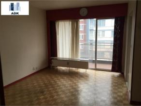 STUDIO QUARTIER FRAGNEE - GUILLEMINS, composé d'un hall d'entrée avec placard, d'une pièce de vie avec balcon, d'une cuisine meub