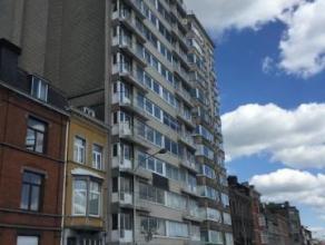 Appartement 2 chambres avec superbe vue sur la Meuse, il se compose d'un hall d'entrée avec penderie et wc séparé, d'un spacieux