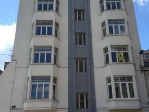 Bel appartement de 120m² avec 3 chambres et 2 SDB, composé d'un hall d'entrée avec wc séparé, d'un spacieux sé