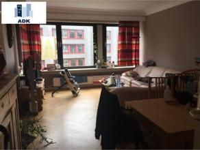 Bel appartement situé en plein centre-ville qui se compose comme suit : un hall d'entrée avec toilette séparée, un living,