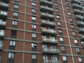 Bel appartement situé au 5e étage avec superbe vue. composé d'un hall d'entrée, d'un grand séjour, d'une cuisine me