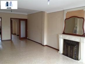 Appartement 2 chambres + bureau de 120 m² situé en plein centre ville dans la résidence Cathédrale, il se compose d'un hall