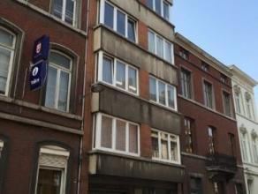 Appartement meublé à deux pas de la gare des Guillemins, bel appartement 2 chambres avec terrasse avant et balcon arrière. Hall d