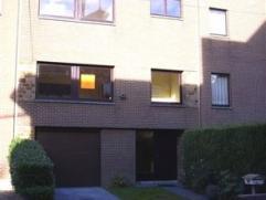 Maison bel-étage, rénovée, et située à proximité de toutes commodités. Le rez-de-chaussée comp