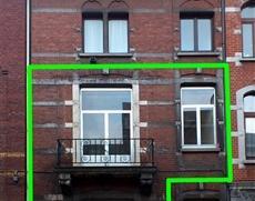 Duplex de 90m² sur le rez-de-chaussée et le 1er étage d'une maison. Le sous-sol comprend deux caves. Le rez se compose d'une nouvel
