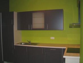 Petite maison située à proximité de toutes commodités et idéale pour une personne. Le sous-sol se compose d'une cav