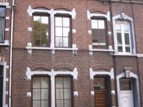 Maison quatre chambres avec jardin et située à proximité de toutes commodités. Le sous-sol est composé de trois cav