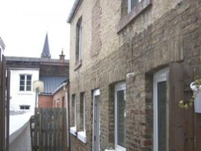 Maison deux chambres située au calme, à l'arrière de la maison principale. Le rez-de-chaussée se compose d'une cour de 15m