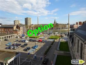 Studio de 35m² avec jolie vue sur Meuse, situé en plein centre de Liège. Le hall d'entrée possède de nombreux placard