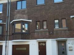 Une maison d?habitation en très bon état avec 3 chambres avec garage et jardin.