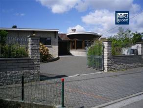 Vous êtes à la recherche d?une grande maison à louer avec de beaux espaces intérieurs donnant sur un parc de 2700 m² ?