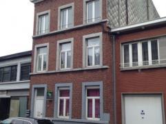 Immeuble comprenant au rez: 1 logement 1 ch. et jardin, au 1er étage: 1 logement 1 ch., au 2e étage: 1 logement 1 ch.; 3e étage: