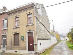 Spacieuse maison comprenant au rez: un hall d'entrée, un séjour, une salle à manger, une cuisine équipée, une petit
