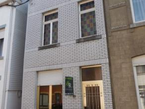 Maison comprenant au rez: un salon, une salle à manger, une cuisine, une salle de bain et un jardin avec passage latéral; au 1er &eacute