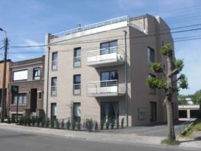 Appartement penthouse situé au 3e étage, comprenant : un séjour, une cuisine équipée, 1 chambre, un wc, une salle d