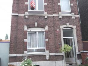 Grande maison d'habitation avec parking, garage et jardin, idéale pour famille nombreuse, comprenant : Au rdc : un hall d'entrée, un sal