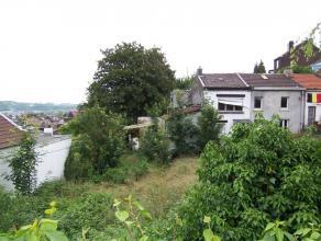 Maison semi-jointive à réhabiliter dans un quartier calme - rue à circulation localeComprenant : au rdc : sas d'entrée, sa