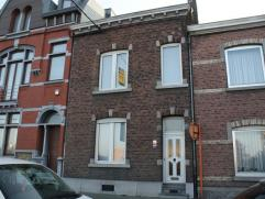 Charmante maison se composant au rez-de-chaussée: hall d'entrée (11m²), salon (16m²), salle à manger (15m²), cuisi
