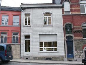 VENDU!! Maison à rénover se composant au rez-de-chaussée: pièce de vie (22m²), salon (17m²), salle à mang