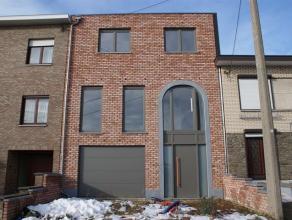 Nouvelle construction (2013) se composant au rez-de-chaussée: hall d'entrée, garage 2 voitures (36m²), atelier (8m²). Au premi