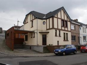 Charmante maison dans le haut de Seraing se composant au rdc: hall, living, cuisine équipée, buanderie, wc indépendant. Au 1&egra