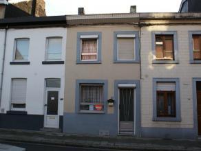 Belle petite maison à rénover se composant au rez-de-chaussée: salon (22m²), cuisine non-équipée (12m²),