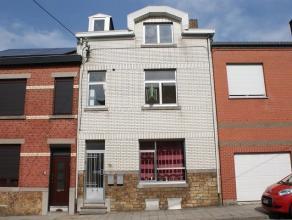 Maison se composant au rez-de-chaussée: salon (15m²), salle à manger (16m²), cuisine (12m²), salle de bain (9m²). Au