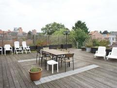 Luxueux duplex situé dans l'hyper centre de Waremme jouissant d?une grande terrasse donnant accès par un escalier à un jardin, pl