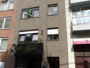 COMPROMIS SIGNE! Situé dans le centre de Waremme, appartement au 2ème étage avec ascenseur, comprenant: hall d'entrée, cui