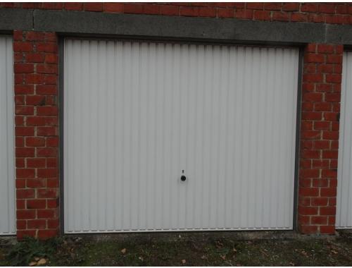 Garage louer waremme 60 fkltn espace habitat zimmo for Garage professionnel a louer