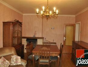 Bel appartement situé proche du centre et de toutes facilités . Il est composé d'un hall d'entrée, d'un espace de rangemen