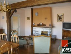 Bel appartement idéalement situé au 3ème étage, à proximité du centre de Waremme et de la gare. Il se compos