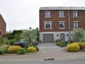Jolie maison 3 façades de type bel étage en parfait état, située au calme dans la commune de Braives et à proximit&