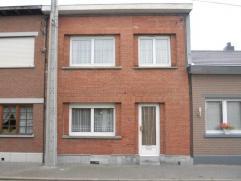 Description Bonne maison 3 chambres avec jardin (au calme).Composition:- hall (avec wc indépdt), - séjour (28m²), - cuisine &eacute