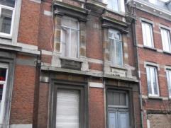 Description Quartier des Ecoles (St-Gilles) : Immeuble avec 7 chambres individuelles, 2 cuisines et 1 salle-de-bain collectives et un atelier situ&eac